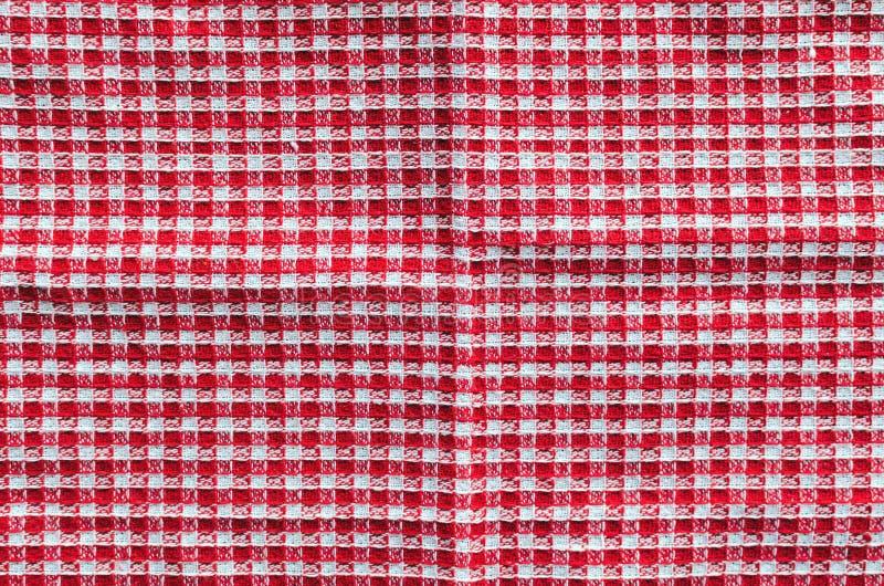 红色方格的织品特写镜头,桌布纹理 白色红色 免版税库存图片