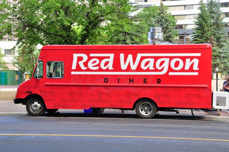 红色无盖货车食物卡车 免版税库存照片