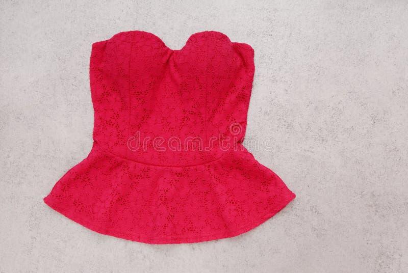 红色晚上上面,系带典雅的束腰,女性晚装,是 库存照片