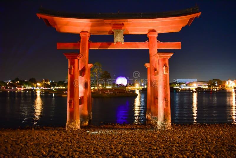 红色曲拱在Epcot的中国亭子在华特・迪士尼世界 库存照片