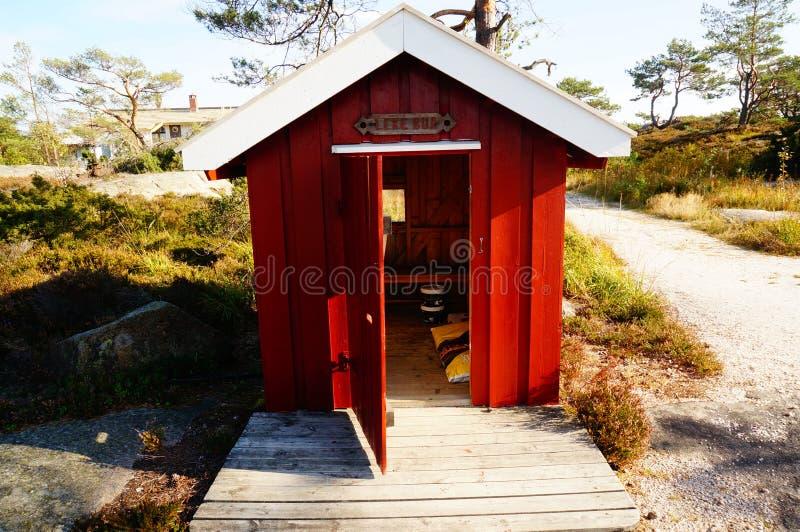 红色木传统lekebua,挪威 免版税库存图片
