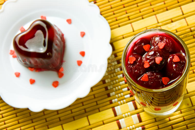 红色欧洲甜樱桃果冻 免版税库存图片