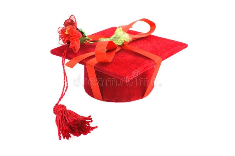 红色毕业盖帽 免版税库存图片