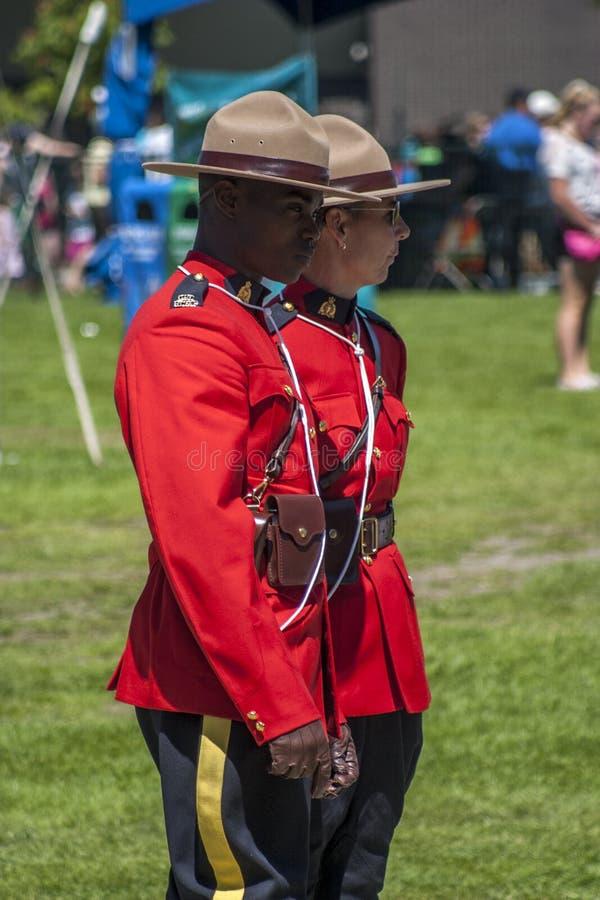 红色毛哔叽的加拿大骑警队员 免版税库存照片
