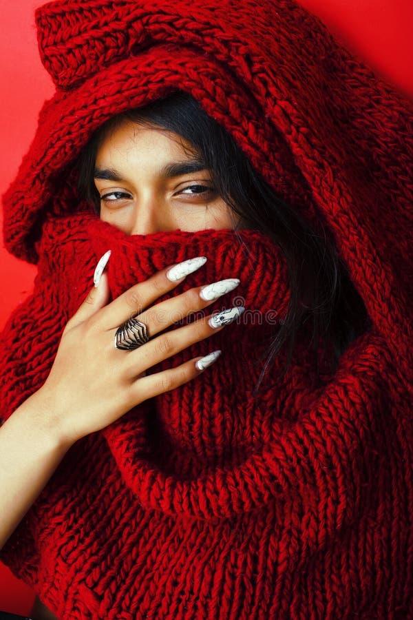红色毛线衣摆在的情感, fashio年轻人相当印地安女孩 库存图片