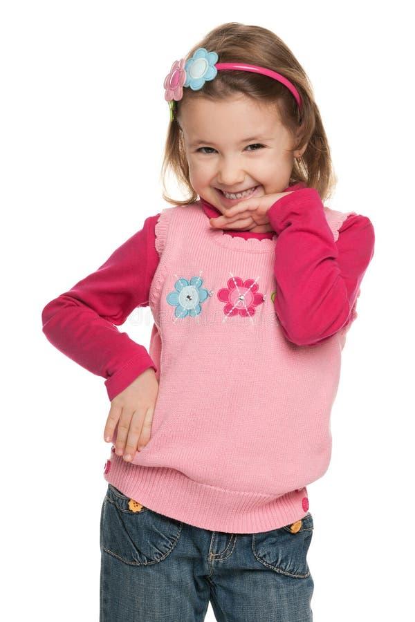 红色毛线衣的相当微笑的小女孩 库存图片