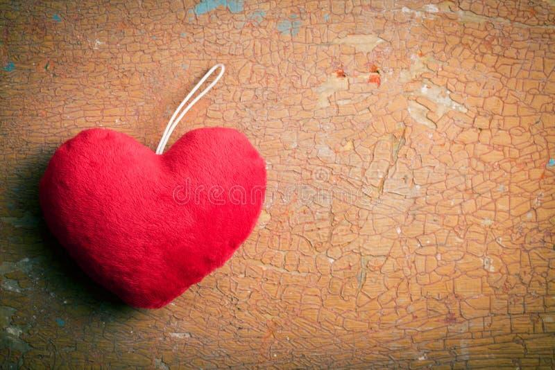红色毛茸的心脏 免版税图库摄影