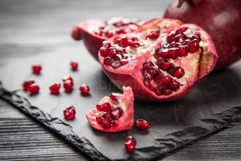 Download 红色汁液石榴 库存照片. 图片 包括有 种子, 部分, 点心, 果子, 素食主义者, 饮料, antonella - 62536620