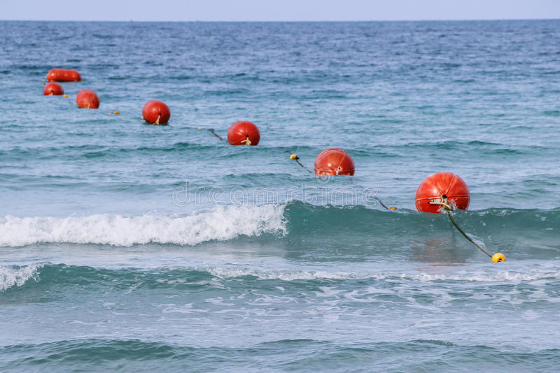红色浮体在海运 库存图片
