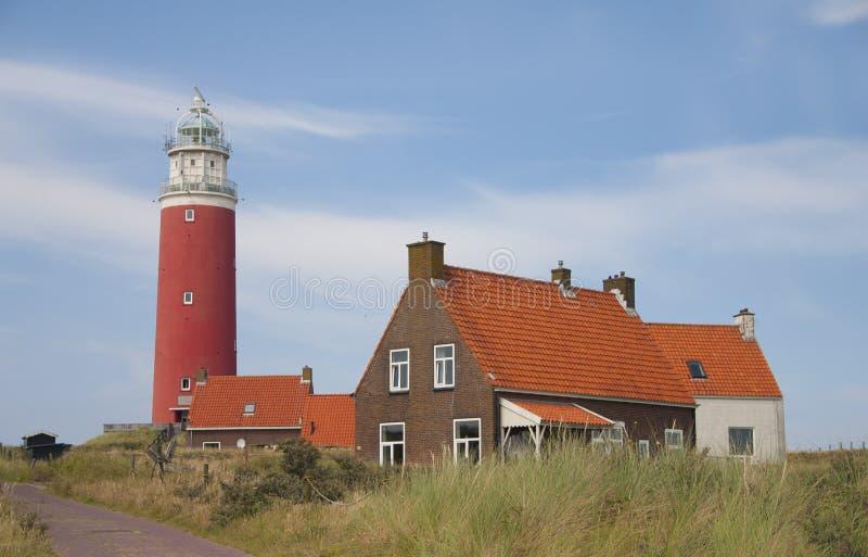 红色灯塔, Texel的小的房子 免版税图库摄影