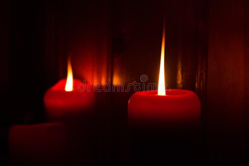 红色灼烧的蜡烛 库存照片