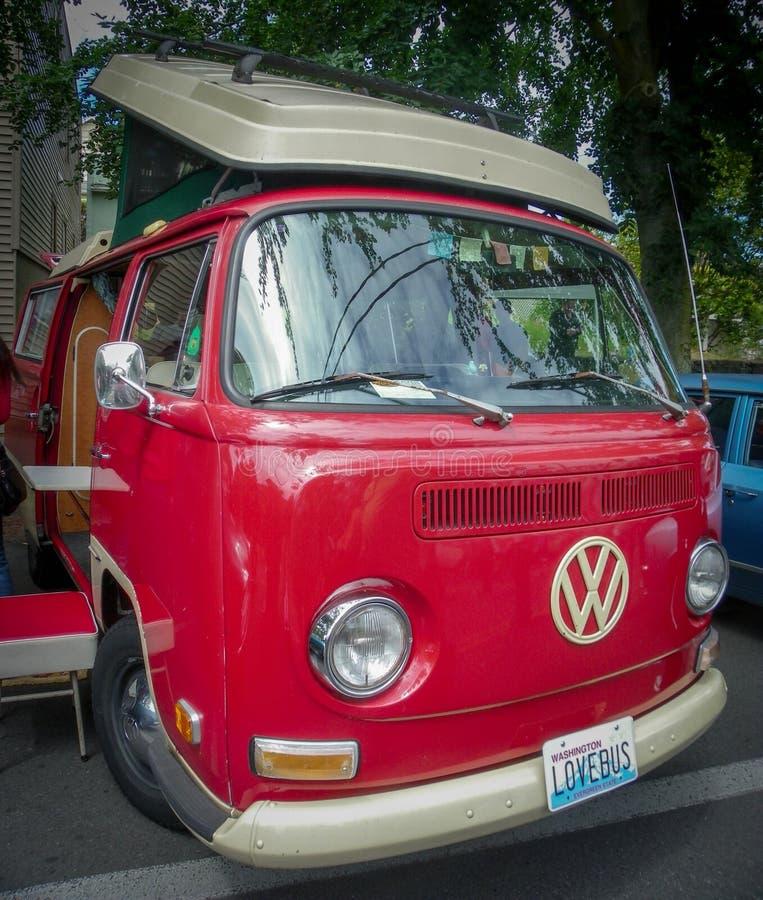红色爱臭虫VW露营车 库存照片