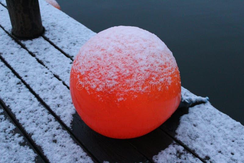 红色球一点港口丹麦 库存照片