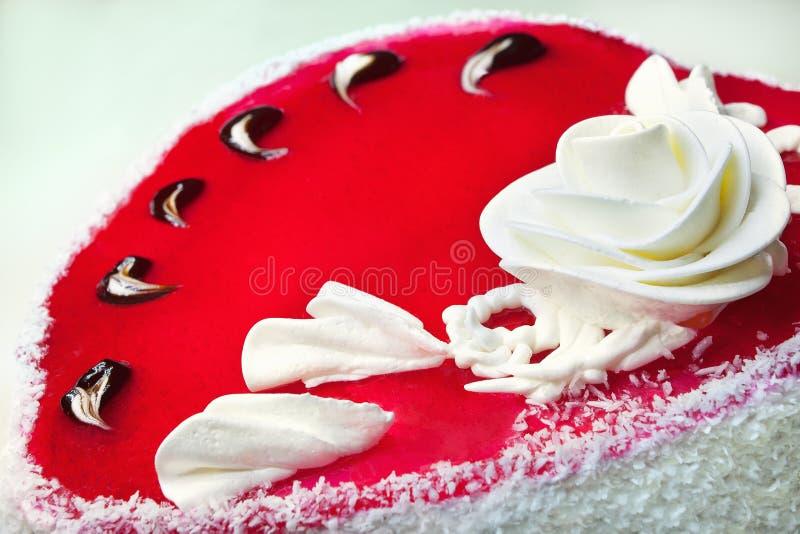 红色甜蛋糕 免版税库存照片