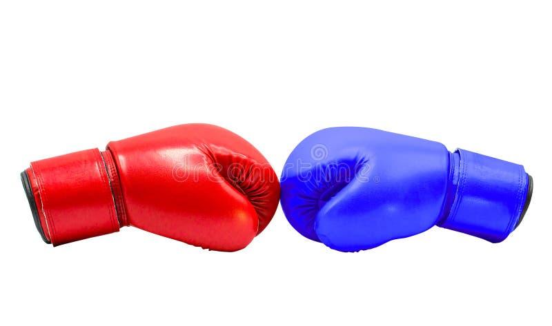 红色的拳击手套和在与裁减路线的白色背景一起隔绝的蓝色击中 库存图片