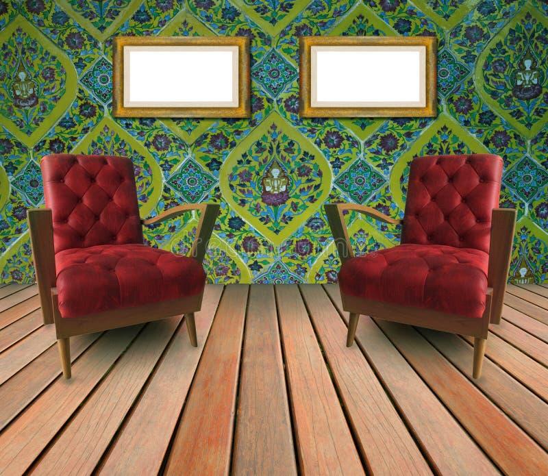 红色皮革胳膊椅子夫妇在客厅 库存图片