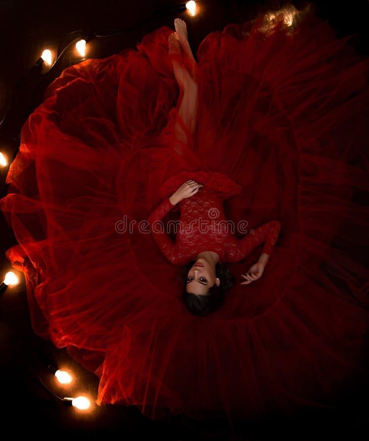 红色礼服的女孩 免版税图库摄影
