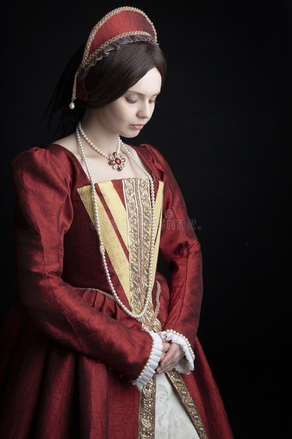 红色礼服的托特妇女 免版税库存照片
