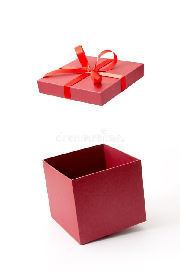 红色礼物盒开放与丝带 免版税库存图片