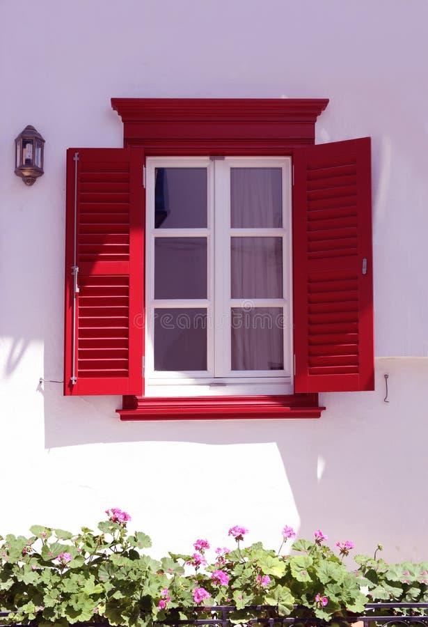 红色窗口希腊家 免版税库存照片