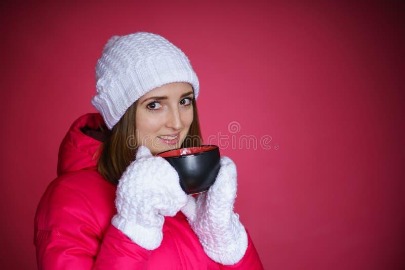 红色粗呢夹克的妇女 免版税图库摄影