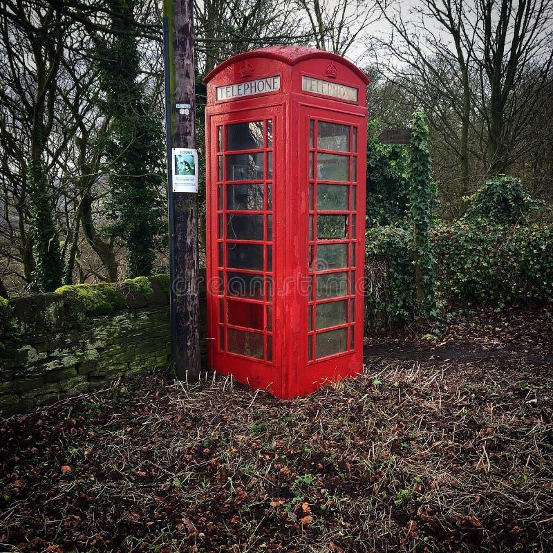 红色老英国电话箱子西约克郡北部英国 免版税库存图片