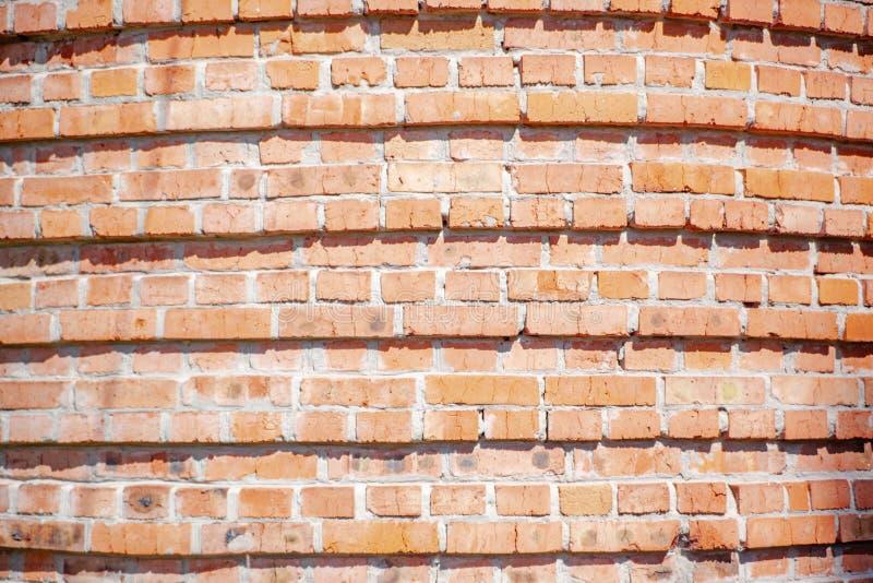 红色背景 老脏的砖墙,水平的纹理 免版税库存图片