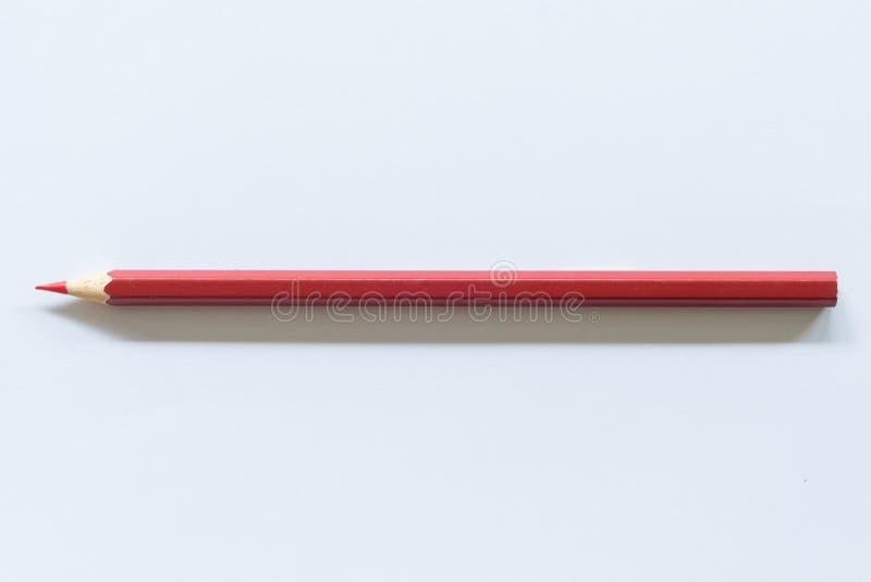 红色色的铅笔一唯一对象,顶视图,明亮的色彩 免版税库存图片