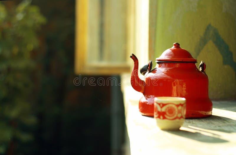 红色茶壶葡萄酒 免版税库存照片