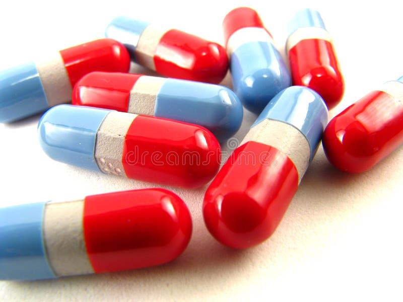 红色蓝色的药片 图库摄影
