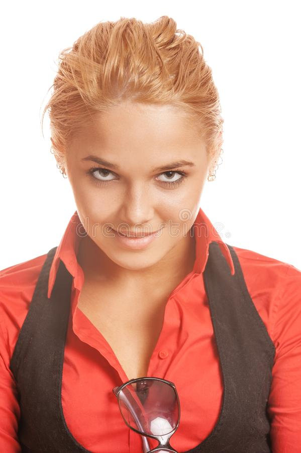 红色衬衣的美丽的微笑的年轻女人 库存图片