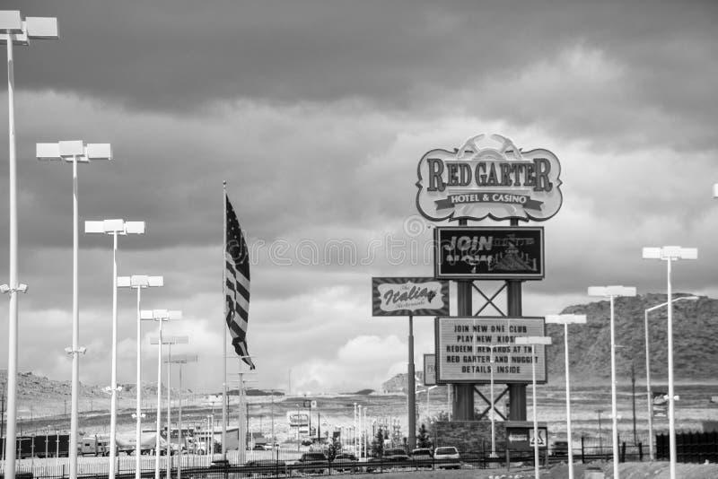 红色袜带赌博娱乐场的黑白看法,位于西部Wendover,镇犹他内华达边界 库存照片