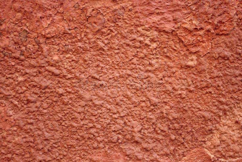 红色被绘的破裂的墙壁 图库摄影