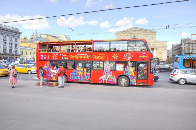红色观光的公共汽车 库存图片