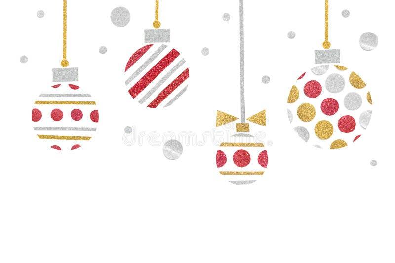 红色金子和银色闪烁圣诞节球纸裁减在白色背景 免版税库存照片