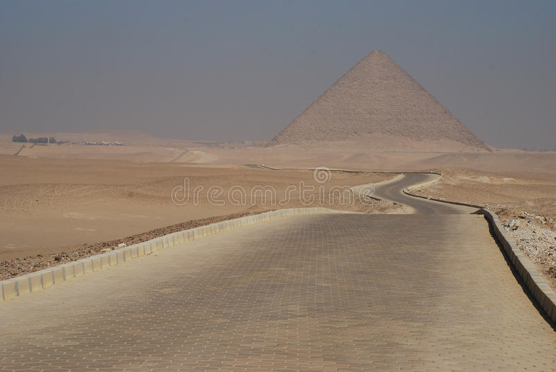 红色金字塔。代赫舒尔,埃及 免版税库存照片