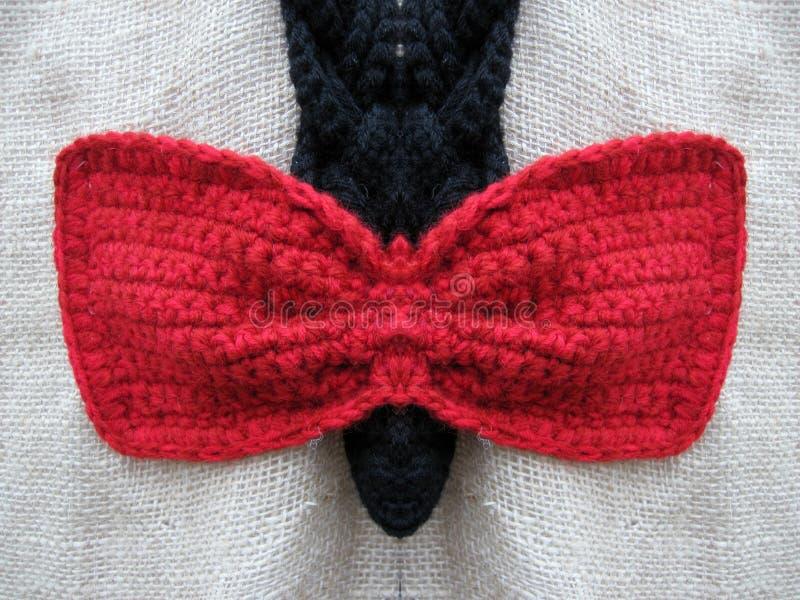 红色钩针编织弓 免版税图库摄影