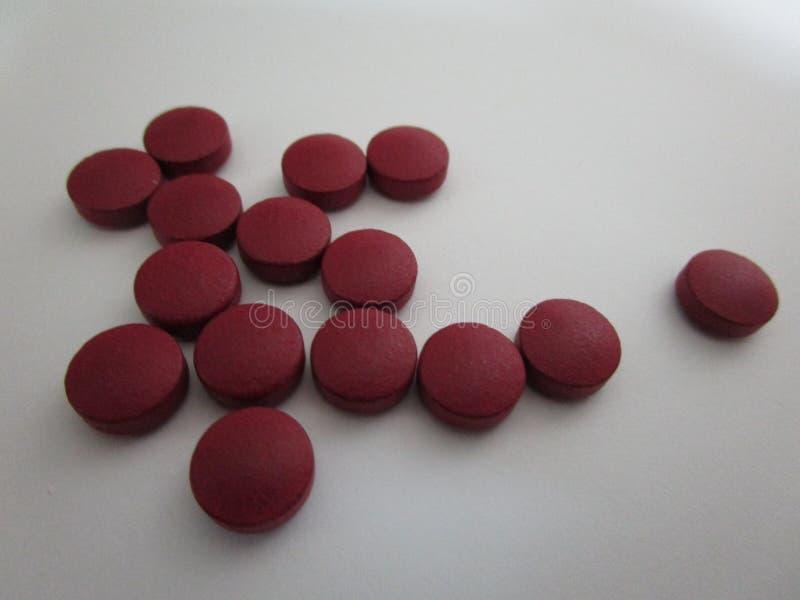 红色铁矿物补充片剂 库存图片