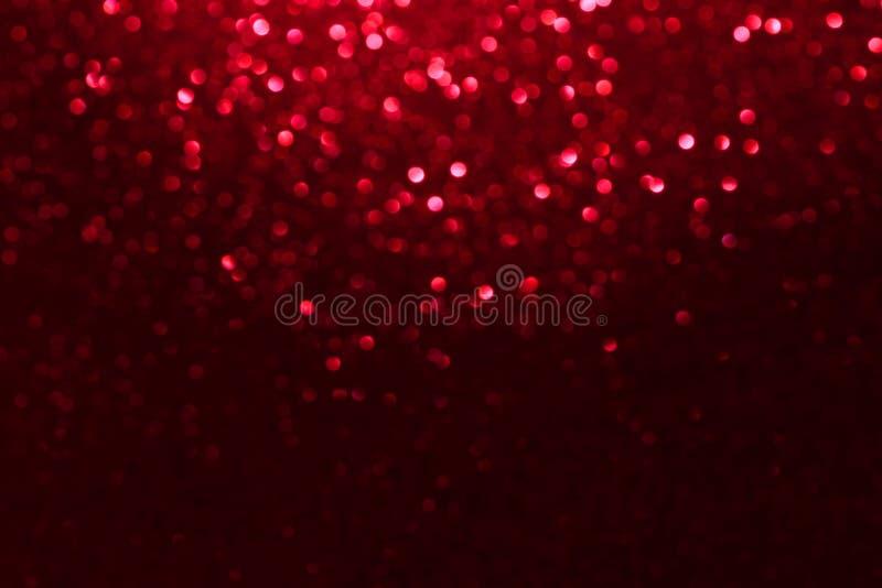 红色闪烁bokeh点燃华伦泰、生日、周年、婚礼、新年和圣诞节的被弄脏的抽象背景 库存照片