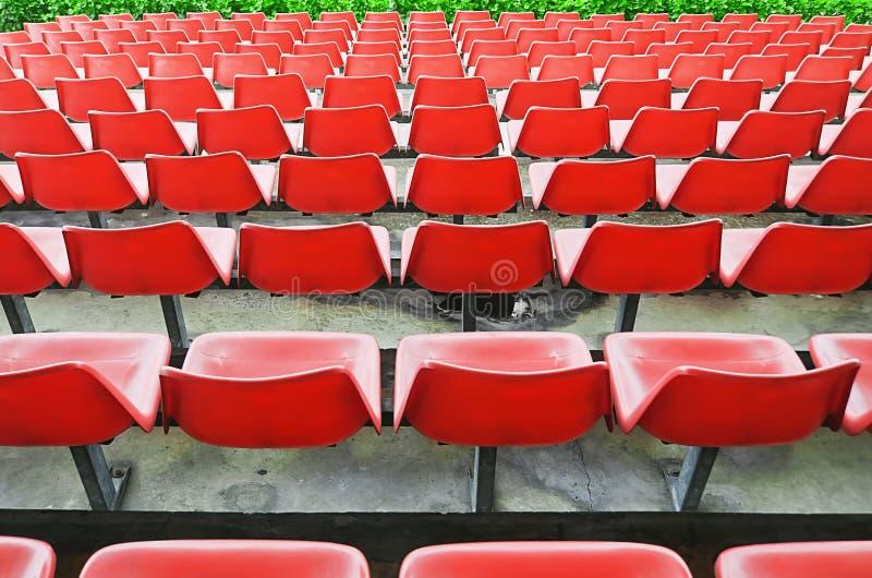 红色露天看台位子 免版税图库摄影