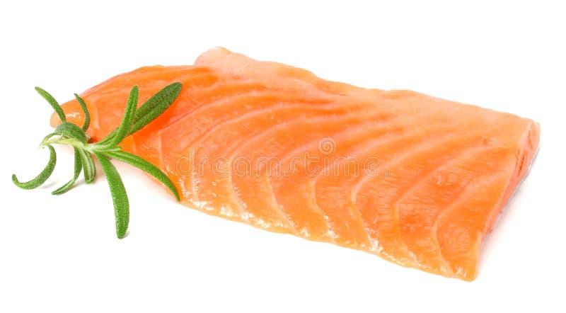 红色鱼 有迷迭香孤立的未加工的三文鱼内圆角在白色背景 库存图片