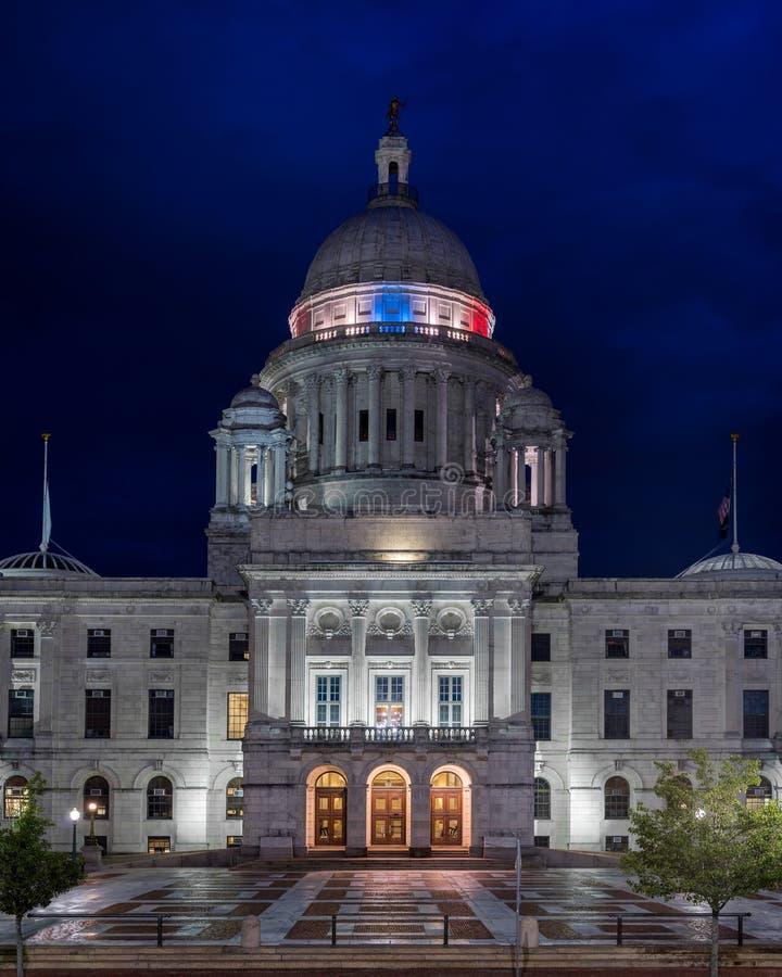红色,白色&蓝色罗德岛州国会大厦 免版税库存图片