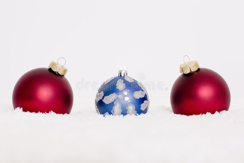 红色,蓝色球在白色背景 库存照片