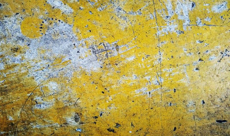 红色,黑,白色和黄色被遮蔽的墙壁构造了背景 纸难看的东西背景纹理 背景墙纸 免版税库存图片