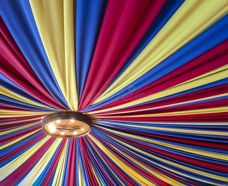 Download 红色,黄色和蓝色天篷 库存照片. 图片 包括有 黄色, 布料, 图象, 波尔图, 五颜六色, 顶上, 葡萄牙 - 72352606