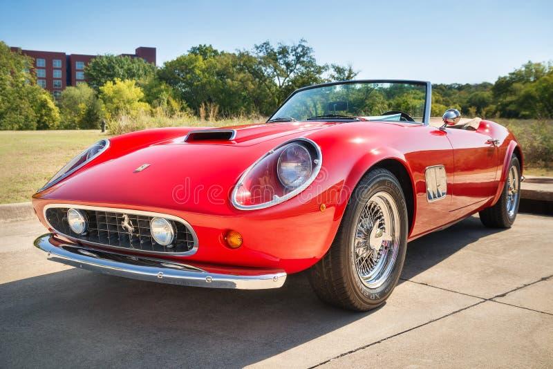 红色1962年法拉利250 GT加利福尼亚Spyder 免版税图库摄影