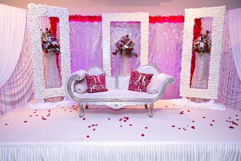 红色主题的婚礼阶段 库存照片