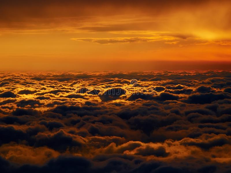 红色cloudscape 免版税库存图片