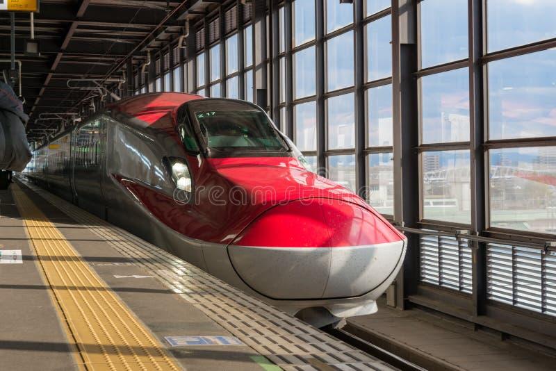 红色E6系列子弹(高速)火车 库存照片