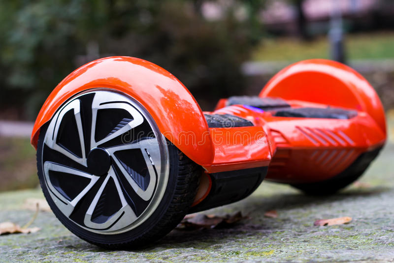 红色hoverboard侧视图 库存照片